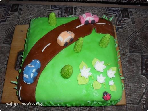 Добрый день.Решила показать мой первый экспериментальный тортик из мастики.Внутри Пражский торт. фото 1