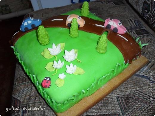 Добрый день.Решила показать мой первый экспериментальный тортик из мастики.Внутри Пражский торт. фото 2