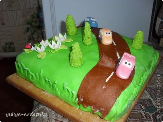 Добрый день.Решила показать мой первый экспериментальный тортик из мастики.Внутри Пражский торт. фото 3