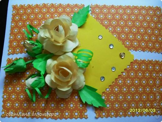 хочу вам еще одну представить открыточку. он также сделана по МК http://astoriaflowers.blogspot.de/2012/01/blog-post_7452.html#more. Восхищаюсь ее мастерством.