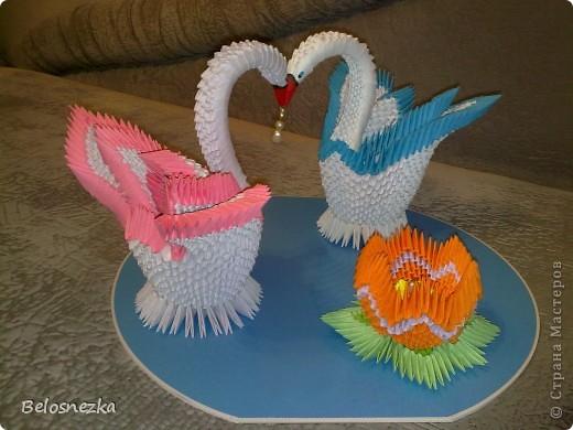 Все в технике модульного оригами, озеро пластиковое и жемчуг в цветке и в клювиках фото 3