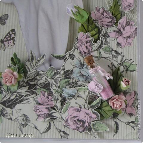 Страничка с моей дочкой.  Бумага KaiserCraft, цветы розы, гортензия, листочки, бутылек, вощеный шнур, птичка, бабочки и розы для объема из той же бумаги, немножко подрисовки акварельными карандашами, мелок, кружево, много-много объемного скотча. фото 2