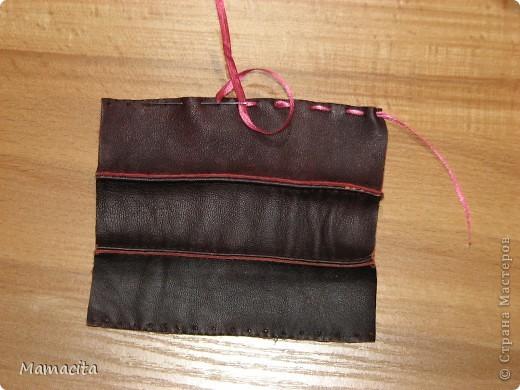 Гардероб Мастер-класс Поделка изделие Шитьё Кожаная сумочка для куклы МК Кожа Ленты фото 5