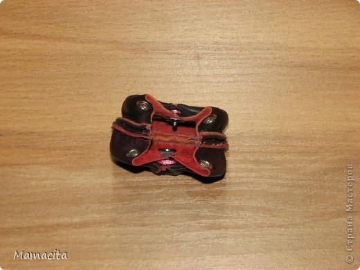 Гардероб Мастер-класс Поделка изделие Шитьё Кожаная сумочка для куклы МК Кожа Ленты фото 9