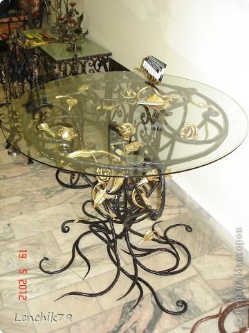"""Представляю Вашему вниманию творения замечательных мастеров увиденых мной на """"Ночи в музее"""" 19 мая 2012 года. Даже и не верится что вся эта красота из метала. Шикарный светильник и Я! фото 2"""