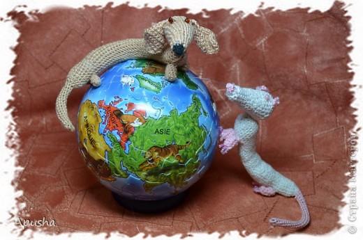 Вот такие смешные браслетики я связала по описанию в Интернете: http://uroki-vjazanija.blogspot.com/2011/10/taksa-braslet.html По-моему, крыска и такса подружились! фото 6