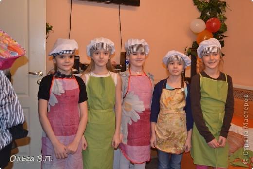 Думали мы,думали,как отметить день рождения дочки-и вот что решили... Собрали небольшую,но очень дружную компанию и поехали в уютную  французскую пекарню, где добродушные и приветливые люди устроили нам мастер-класс по изготовлению пряничных домиков. фото 2