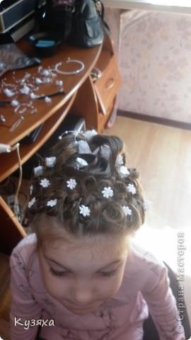 На выпускной в детском саду волосы