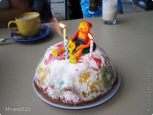 Прочитала МК Оли и Ко и тоже решила украсить торт рукотворной  фигуркой из маршмеллоу. http://stranamasterov.ru/node/262955 фото 4