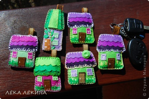 """Итак итоги нашей игры. Условием было сделать карточки с использование цветов - фиолетовый (сиреневый)-салатовый (зеленый)-белый. Можно в небольшом количестве использовать коричневый, черный, серый, ванильный. Моя серия из фетра и называется """"Птичьи домики"""". фото 2"""