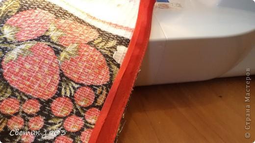 Для украшения своей кухни, на подарочки можно сшить яркие, красивые полотенца. В некоторых магазинах есть похожие в продаже, но их очень просто сшить самим. Получите огромное удовольствие при шитье, радость от яркости и красоты полотенца, и сэкономите денюжки. А это не маловажно. В конце блока я подсчитаю экономию. фото 13