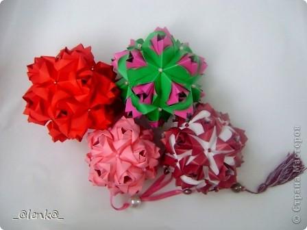Здравствуйте! Представляю вам свои розочки автора Марии Синайской. Давно на них смотрела, и наконец дошли до них руки. Складываются просто замечательно, сборка-одно удовольствие. Я такие люблю)))  Эти куси можно найти на сайте http://goorigami.com/ фото 1