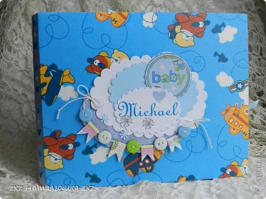 """Ура!!!!!Я сделала свой первый альбом!!!!!С нуля!!!!!""""Гордюсь"""" собой неимоверно)))))Ой,здравствуйте всем!!Ну вот,переплёт вот по этому МК     http://vinograd08.blogspot.com/2010/06/blog-post_27.html      Огромное спасибо автору!!!!Картон,акварельная и фотобумага,дырокольчики,ленточки, пуговки и клей..)И принтер!14 страничек,на 42 фото...Смотрим))) фото 1"""