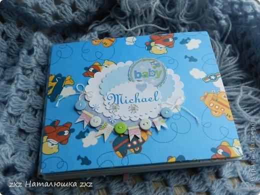 """Ура!!!!!Я сделала свой первый альбом!!!!!С нуля!!!!!""""Гордюсь"""" собой неимоверно)))))Ой,здравствуйте всем!!Ну вот,переплёт вот по этому МК     http://vinograd08.blogspot.com/2010/06/blog-post_27.html      Огромное спасибо автору!!!!Картон,акварельная и фотобумага,дырокольчики,ленточки, пуговки и клей..)И принтер!14 страничек,на 42 фото...Смотрим))) фото 20"""