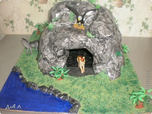 """Была у нас еще и живность бездомная... Теперь в этой пещере живут то динозавры, то дикие зверьки - это смотря во что хочет играть """"хозяин медной горы"""""""