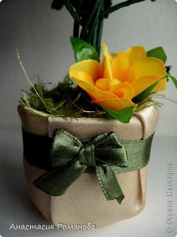 Заготовки для этого деревца были сделаны давно, цветы куплены, ждала вдохновения..... И вот с долгожданным вдохновением вчера оптравилась в ночное))))) В результате народилось у меня вот такое деревце, назвала его Чудо (в хорошем смысле этого слова)))))), уж очень оно мне пришлось по душе........... фото 3