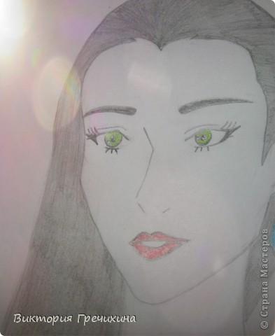Вторая моя работа на конкурс Бригантины http://stranamasterov.ru/node/372481 это портрет Морганы. Бригантина, вдохновилась рисунком Вашей сестры http://stranamasterov.ru/node/127953, который мне очень помог. Немного добавила своего, но результатом довольна!  Моргана - Истинная королева, сильная и под час роковая женщина, хотя не всегда это можно понять сразу, а когда понимание приходит, то уже поздно. Королева Моргана может явиться в облике воительницы, проявлять мужественность и помогать супругу завоевывать соседние королевства. Впрочем она и на поле боя готова занять главенствующую роль. В тронном зале и на пиру королева Моргана проявляет кокетство, чувственность и страстность. Своих поклонников она может иссушить и довести до отчаяния, если вовремя не возьмет под контроль страсти, а страстность Морганы воплощается в отношении ко всему окружающему. Она пылко любит и яростно ненавидит. Королева Моргана весьма ревнива, хотя терпеть не может, когда ревнуют её саму, а не ревновать её невозможно. Она слишком притягивает взгляды, но что бы ни случилось, королева не падает духом. Моргана предстает то ведьмой, то доброй феей, способна даже проявлять дар ясновидения. К своему избраннику она стремиться инстинктивно, прекрасно чувствуя его настроение, душу и стремления. Ей подходит король Артур, сэр Мордред, сэр Персиваль, сэр Герайнт. Труднее найти общий язык с сэром Галахадом, сэром Лацелотом и сэром Каем. Сайт с информацией: http://www.diary.ru/~the-best-of-thebest/p170723231.htm?oam.  фото 2