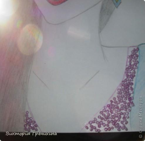Вторая моя работа на конкурс Бригантины http://stranamasterov.ru/node/372481 это портрет Морганы. Бригантина, вдохновилась рисунком Вашей сестры http://stranamasterov.ru/node/127953, который мне очень помог. Немного добавила своего, но результатом довольна!  Моргана - Истинная королева, сильная и под час роковая женщина, хотя не всегда это можно понять сразу, а когда понимание приходит, то уже поздно. Королева Моргана может явиться в облике воительницы, проявлять мужественность и помогать супругу завоевывать соседние королевства. Впрочем она и на поле боя готова занять главенствующую роль. В тронном зале и на пиру королева Моргана проявляет кокетство, чувственность и страстность. Своих поклонников она может иссушить и довести до отчаяния, если вовремя не возьмет под контроль страсти, а страстность Морганы воплощается в отношении ко всему окружающему. Она пылко любит и яростно ненавидит. Королева Моргана весьма ревнива, хотя терпеть не может, когда ревнуют её саму, а не ревновать её невозможно. Она слишком притягивает взгляды, но что бы ни случилось, королева не падает духом. Моргана предстает то ведьмой, то доброй феей, способна даже проявлять дар ясновидения. К своему избраннику она стремиться инстинктивно, прекрасно чувствуя его настроение, душу и стремления. Ей подходит король Артур, сэр Мордред, сэр Персиваль, сэр Герайнт. Труднее найти общий язык с сэром Галахадом, сэром Лацелотом и сэром Каем. Сайт с информацией: http://www.diary.ru/~the-best-of-thebest/p170723231.htm?oam.  фото 3