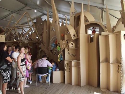 Второй год в нашем городе, в рамках фестиваля «Белые ночи в Перми» происходит интересное событие – Страна Картония, «Картон- на-Каме» или как в этом году «КартоноКамск» фото 3
