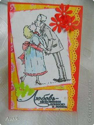 Всем доброго денёчка! Погода стоит замечательная! Настроение чудесное!!! Эту открыточку-шутку я подарила мужу на 15-летие совместной жизни...Все-таки 15 лет звучит серьезно... Осталась бумажка от открытки для учителя...но картинка мне больше всего понравилась...очень забавная...девочка с майла.ру поделилась.Ну так вот. Сбацала я эту открыточку за полчаса, дочка ооочень помогала...дыроколы,ленточки,бусинки потом по всей квартире собирала,ну да ладно,главное,что дочка была страшно занята! фото 1