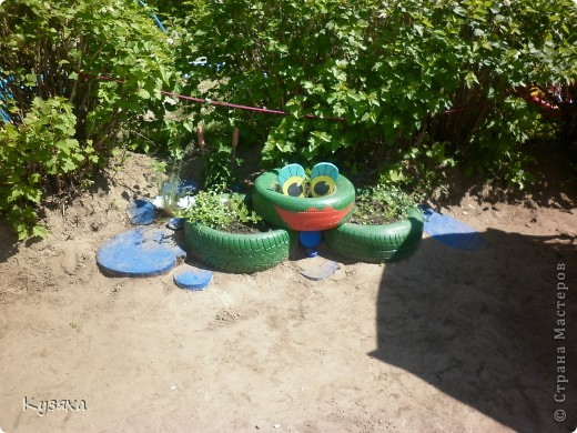 """Клумба""""Лебедь"""", в этом году добавили камыши и лотос из пластиковых ложек(прошлогодние и цветущие у меня в блоге) фото 11"""