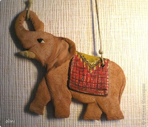 """Заказали мне слона-подвеску. Дали размер и сказали """"повеселее"""". Я решила, что повеселее - это настроение у слона получше :-). Не знаю, права ли я в данном случае...Размер - 20х15 см. фото 4"""