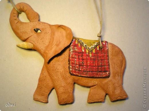 """Заказали мне слона-подвеску. Дали размер и сказали """"повеселее"""". Я решила, что повеселее - это настроение у слона получше :-). Не знаю, права ли я в данном случае...Размер - 20х15 см. фото 1"""