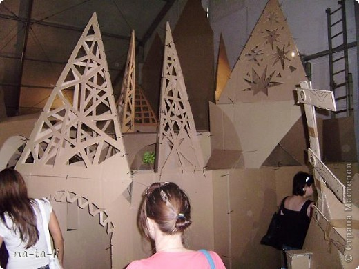 Второй год в нашем городе, в рамках фестиваля «Белые ночи в Перми» происходит интересное событие – Страна Картония, «Картон- на-Каме» или как в этом году «КартоноКамск» фото 4