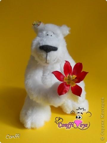 Хочу вас познакомить с моим хобби. Я занимаюсь авторской игрушкой ручной работы.  Это Мечташа. Любит лежать на травке , дарить всем цветы и наблюдать за бабочками.. фото 1