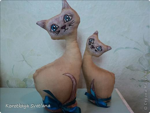 Очень понравилось шить игрушки. Это мама с котенком чайно-кофейные. Рисовала акриловыми красками. фото 3