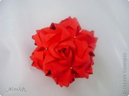 Здравствуйте! Представляю вам свои розочки автора Марии Синайской. Давно на них смотрела, и наконец дошли до них руки. Складываются просто замечательно, сборка-одно удовольствие. Я такие люблю)))  Эти куси можно найти на сайте http://goorigami.com/ фото 7