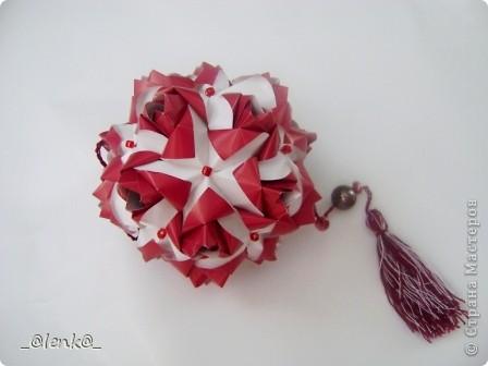 Здравствуйте! Представляю вам свои розочки автора Марии Синайской. Давно на них смотрела, и наконец дошли до них руки. Складываются просто замечательно, сборка-одно удовольствие. Я такие люблю)))  Эти куси можно найти на сайте http://goorigami.com/ фото 2