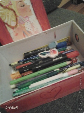 Вот такая коробочка для фломастеров у меня получилась, это её вид сверху.Прошу прощение за плохое качество, фотографировалось на телефон. фото 3