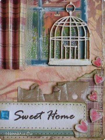 """Пост коротенький по длине,но не по содержанию...Открыточка по заданию """"Клетка в квадрате""""... нужно было использовать птичью клетку и клетку как орнамент...у меня сложилась открыточка о доме...теплые тона, уютные шторы и плед, клетка с домашним любимцем и до боли знакомый вид из окна...обволакивающий кокон, хранящий наш покой и дарящий чувство защищенности, а по другую сторону окна-жизнь и даль...яркая и манящая...которая зовет и говорит -иди,не бойся))) И как бы прекрасна она не была,все равно невероятно приятно вернуться в свой милый дом после утомительного путешествия))) фото 2"""