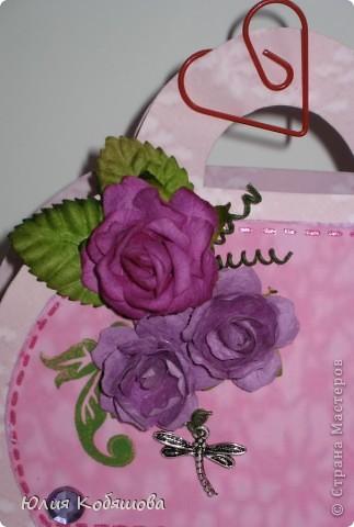 Вот у меня родилась сумочка в комплект к открыточке, которую я показывала вот здесь http://stranamasterov.ru/node/370596. Как уже говорила, и открыточку и сумочку сделала в подарок хорошенькой девочке, конкретно в сумочку положим заколочки, надеюсь понравятся. фото 2