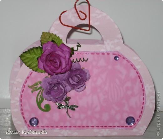 Вот у меня родилась сумочка в комплект к открыточке, которую я показывала вот здесь http://stranamasterov.ru/node/370596. Как уже говорила, и открыточку и сумочку сделала в подарок хорошенькой девочке, конкретно в сумочку положим заколочки, надеюсь понравятся. фото 1