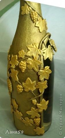 """и я решила бутылочку попробовать декорировать.....техники всем известные .Обратный декупаж (фото старинного замка и виноградник на переднем плане,жалко ,что плохо видно),стебли в технике """"Пейп-арт""""(http://stranamasterov.ru/node/308701?c=favorite),листья-холодный фарфор. фото 6"""