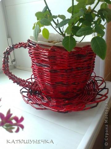 осваиваю технику плетение из журнальных трубочек! это первая ваза косым плетением фото 2