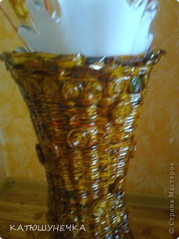 осваиваю технику плетение из журнальных трубочек! это первая ваза косым плетением фото 4