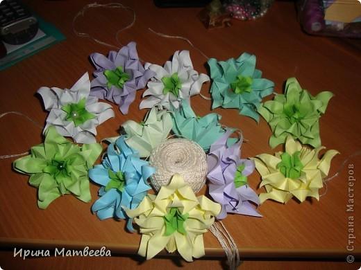 Собрались у меня два цветика- семицветика. Один -  кусудама Romantic Татьяны Высочиной          ( http://pics.livejournal.com/tigreshenka/gallery/0001615k), второй - Пассифлора Екатерины Лукашевой ( http://kusudama.me/#/Passiflora/Passiflora-curly/pass6).. В кусудаме   Romantic я прибавила в цветочках серединки - это не вывернутый модуль супершар.  фото 5