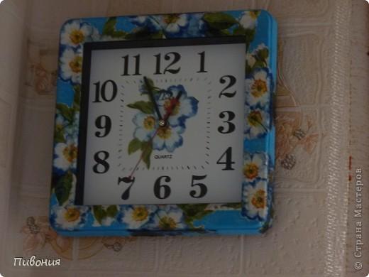Купила в магазине салфетку 3-х слойную, решила оформить старую кухонную доску и старые часы в технике декупаж Вот, что в итоге получилось, теперь они украшают мою кухню. фото 1