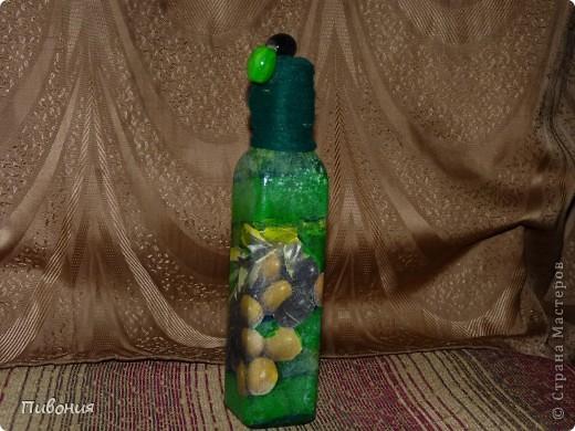 Эта бутылка выполнена в технике декупаж и раскрашена акриловыми красками фото 1