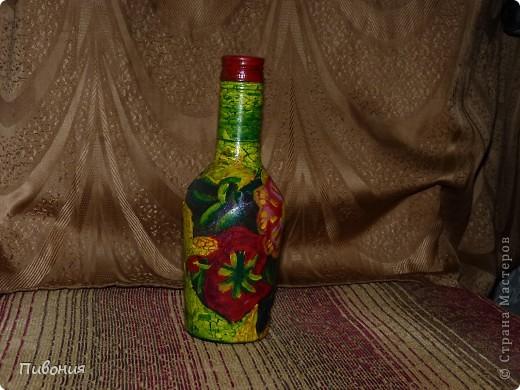 Эта бутылка выполнена в технике декупаж и раскрашена акриловыми красками фото 2