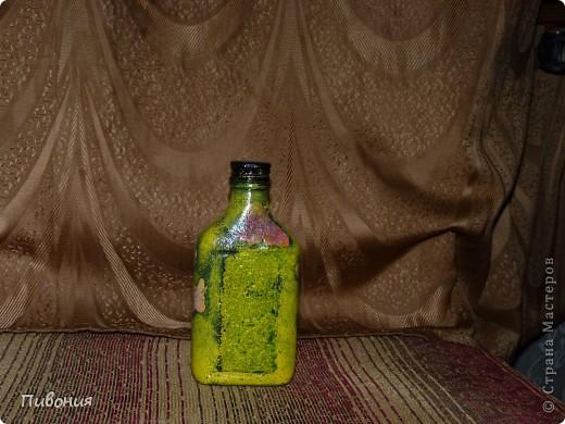 Эта бутылка выполнена в технике декупаж и раскрашена акриловыми красками фото 3
