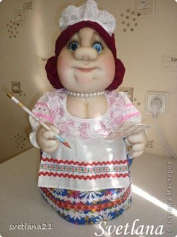 Попросили сделать куклу-грелку в образе официантки или что-то похожее, вот что получилось. фото 1