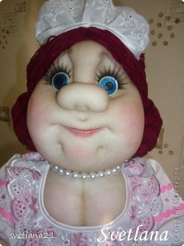 Попросили сделать куклу-грелку в образе официантки или что-то похожее, вот что получилось. фото 2