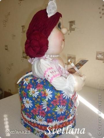 Попросили сделать куклу-грелку в образе официантки или что-то похожее, вот что получилось. фото 3