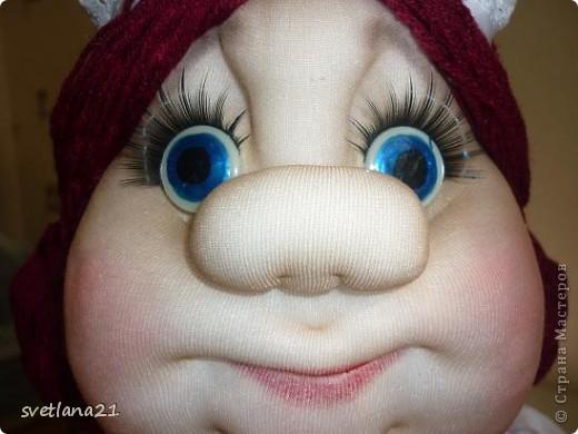 Попросили сделать куклу-грелку в образе официантки или что-то похожее, вот что получилось. фото 8