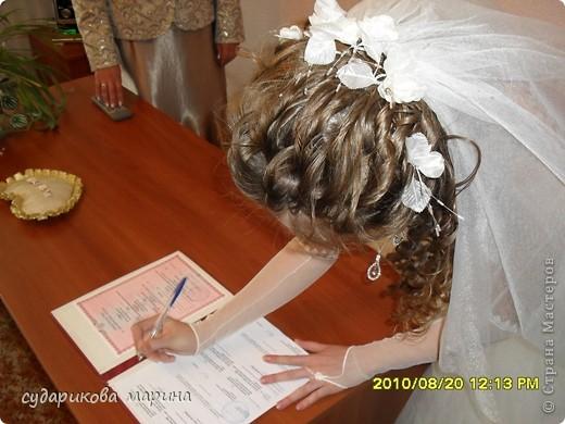 На свадьбу сестренки делали почти все своими руками) Хотелось ей всего эксклюзивного) Ну и конечно, получилось по-экономнее))) Украшение на капот делала мама. Цветы искусственные, все остальное сшито из подкладочной ткани - она более легкая) фото 10