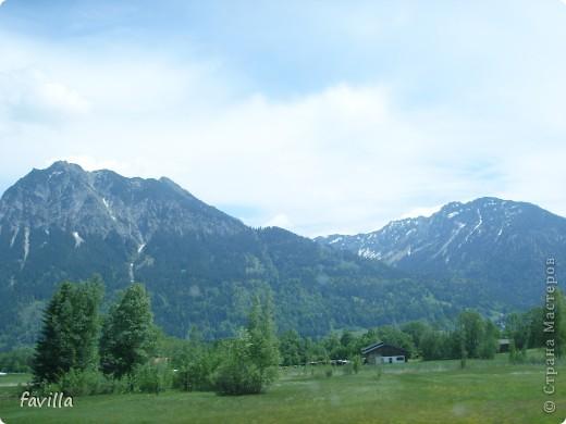 """Состоялся наш первый  горный отпуск.  Хоть он был и очень коротким (всего 4 дня),  успели мы очень многое. В первый день( по пути) мы заезали на остров  Майнау (постараюсь в скором времени выставить репортаж).  Во второй у нас было запланировано подняться на подвесной дороге в горы.    Пока мы искали подходящий """" сайльбанн"""" -  подвесную дорогу, в поисках  забрели в Австрию -  репортаж  видов сделаных там сейчас и представляю)))) Потом был  сам подъем и спуск, а в конце дня город Линдау на берегу Бодензее.  . В третий съехали на родельбане ( 3 км-я горка как """"для катания на санях"""" переводится, схожа с бобслейной -  непередаваемое удовольствие!!!!!),  посетили горную расщелину, и еще и водопады. фото 37"""